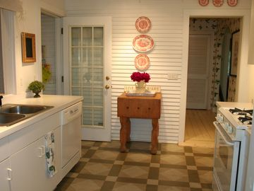 Bright and cheery kitchen!