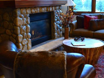 Keystone townhome rental - Main floor living room: Large but cozy gas fireplace.