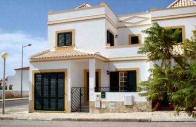 Spacious Townhouse with Patio & BBQ, Village and Beach 10 Min Walk