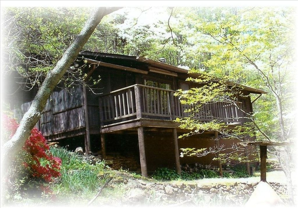 secluded mountain cabin lakefront hiking fishing