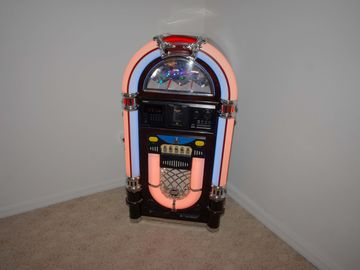 Juke box with a 100 CDs
