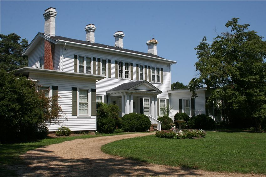 Eastover retreat center eastover manor house on the james for 1800s plantation homes