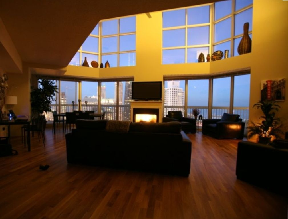 Penthouse duplex 1 wow i want to stay here vrbo for Nice hotels in chicago