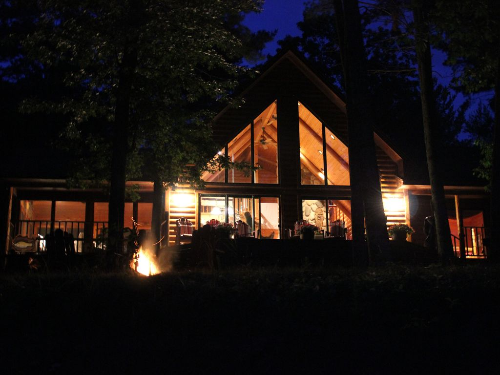 Cedar Log Home On Devils Lake Vrbo