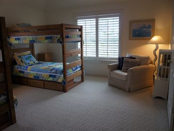 Double Bunk Room with Entertainment Center