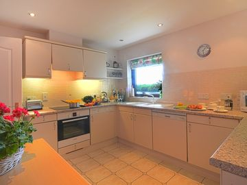 High quality separate fitted kitchen
