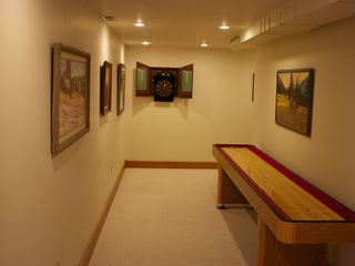 Yellowstone lodge photo - Wapiti Big Game Room Shuffle Board