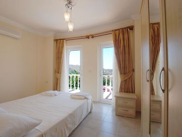 Double bedroom with en-suite and private balcony