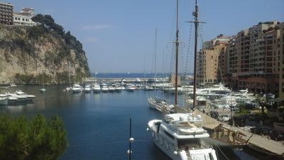 luxury apartment suite in the yacht port of Monaco, 5 Star feeling.