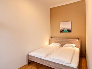 Innere Stadt apartment photo - Bedroom with King-size bed (180x200 cm)