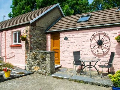 THE STABLE, pet friendly, with pool in Cardigan, Ref 920312