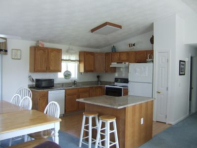 Granite,Garbage Disposal, Auto Ice in freezer, fully equipped
