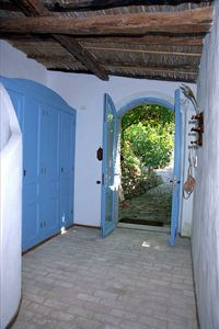 ENTRANCE CORRIDOR.OUTSIDE YOUR PRIVATE LANAI SHADOWED BY THE  VINES PERGULA