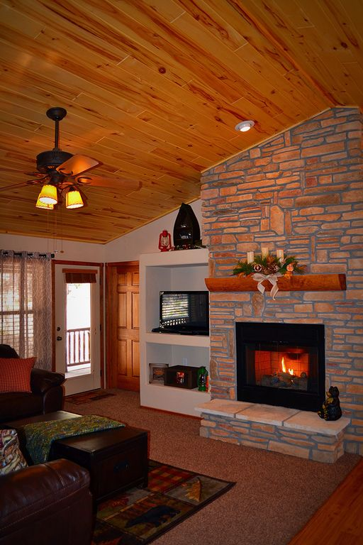 Luxurious Year Round Retreat, Sleeps 6, Free Wifi, Fireplace, Huge Deck