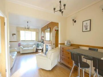 Greenwich house rental - Open plan living area