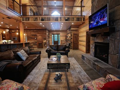 The Rustic Lodge, Brand New Luxury Cabin in Broken Bow, OK