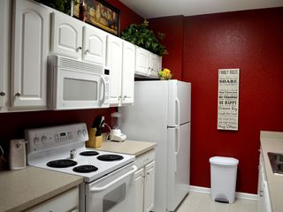Windsor Hills condo photo - Full kitchen. Refrigerator with ice maker. Blender, knife set & can opener.