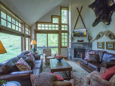 Slopeside skiing and box canyon views with mountain cabin décor.