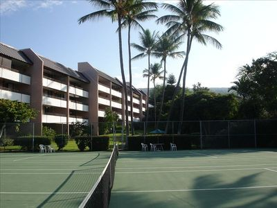 Do you like playing a little tennis before heading to the beach? 2 courts avail.
