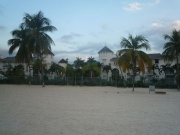 Ocho Rios apartment rental - resort's beach