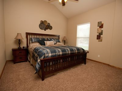 Bedroom 2- main floor, king bed, 40in LEDTV, NETFLIX, private bathroom access