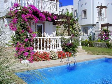Villa Kamelya Sleeps 6-8, air con, private pool