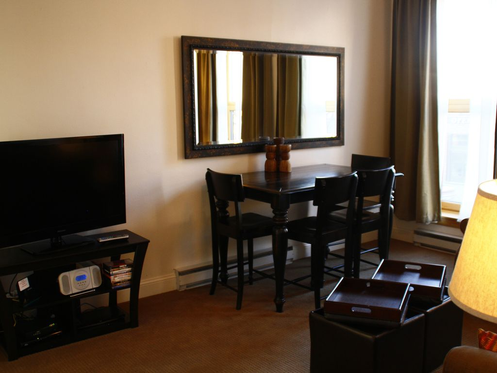 Great 1 Bedroom Apartment Perched Above Vrbo