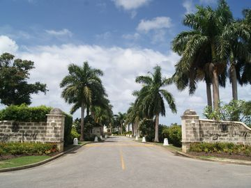 Sugar Hill entrance - driveway to Clubhouse
