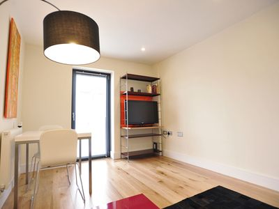 1 Bedroom Apartment in London Docklands - 15min to Central London