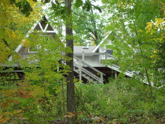 'Charming' Lakefront Home for All Seasons!