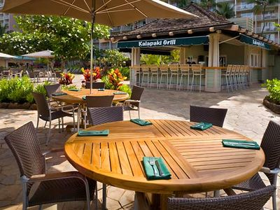Dining at Kalapaki Grill (Pool side)