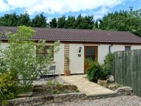 IVY COTTAGE, pet friendly, with a garden in Caldwell, Ref 6872