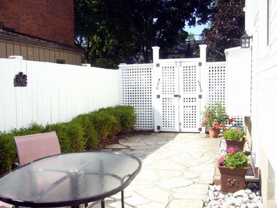 Niagara-on-the-Lake house rental - Side Patio