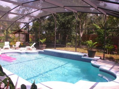 Fenced, Private, and Over-sized Screened Pool - 6' deep, 25' x16'