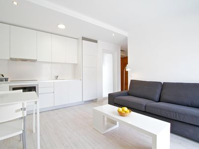 Modern 1 bed apartments 5 available all with air con & WiFi 25m from Beach