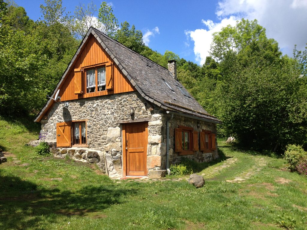 Mountain hut in the heart of the pyrenees homeaway for Cottage in the mountains