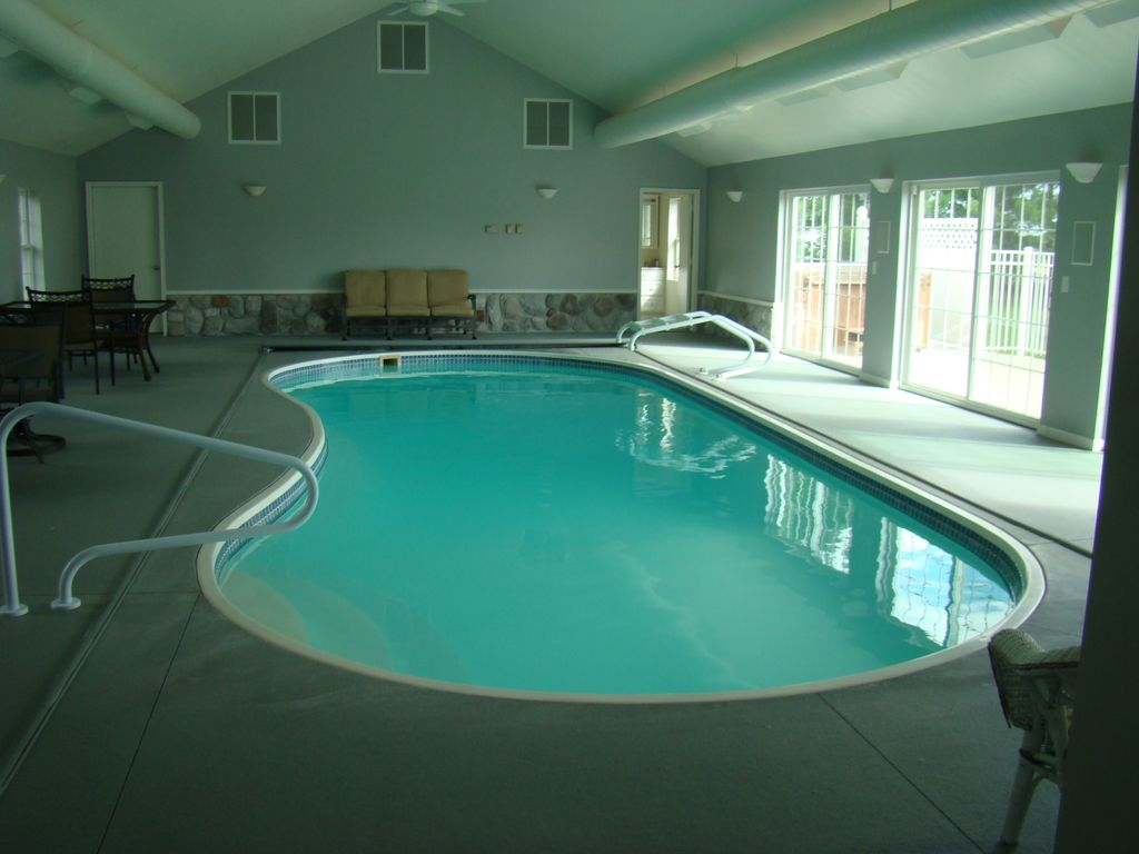 Private indoor pool secluded and close to vrbo for Private indoor swimming pools