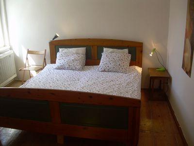 MALTEZSKE 6: bedroom with a large double bed