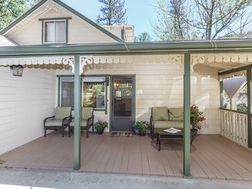 Midpines cabin rental - Cabin front porch