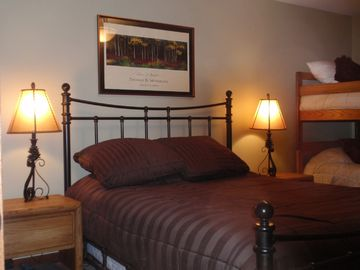 2nd Bedroom w/Queen, Twin Bunks & Flat Screen TV