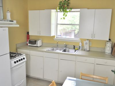 Sunny and fully-equipped kitchen