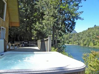 Stevens Pass cabin photo - Hot tub above the river