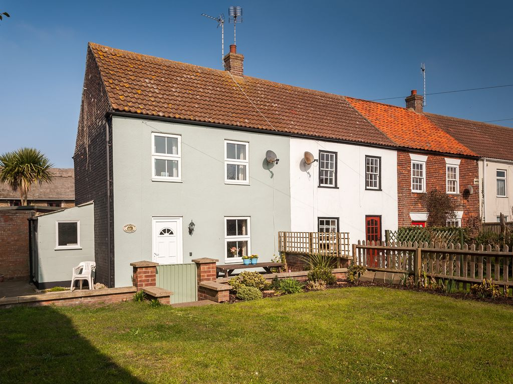 E12045 fishermans 39 cottage set in the heart of winterton - The fishermans cottage ...
