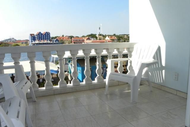 Waterfront city apartment overlooking vrbo for Balcony overlooking city