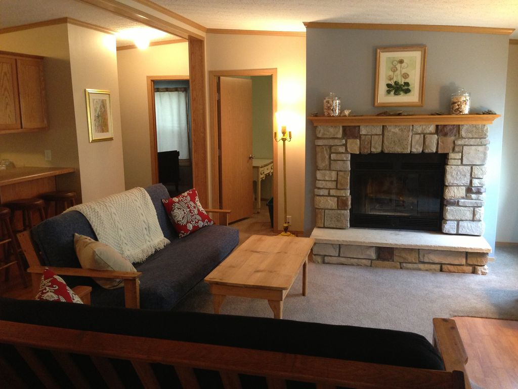 Creekside Cottage 28 Acres With River VRBO