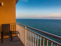 Great Value - Beach Front Condo, Water Park, Pools, & Free Wifi