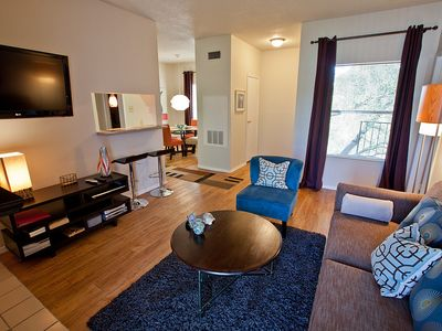 Austin condo rental - Living Room with Flat Screen TV/WIFI and Cable TV
