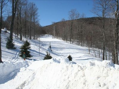Ski right out the back door to the Bear Cub Trail to Bear Mountain Lodge!