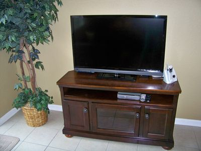 NEW 42 Inch Vizeo LED HDTV flatscreen TV and entertainment center