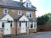 2 KNOWLESTON HOUSE, pet friendly in Matlock, Ref 913293